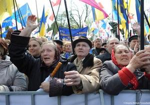 Под Радой собрались тысячи сторонников оппозиции и ПР: МВД перекрыло улицу Грушевского