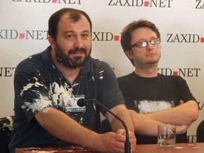 Во Львове забросали помидорами и облили майонезом участников презентации ЛГБТ-антологии