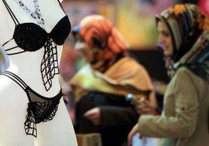 В Саудовской Аравии мужчинам запретили работать в магазинах нижнего белья