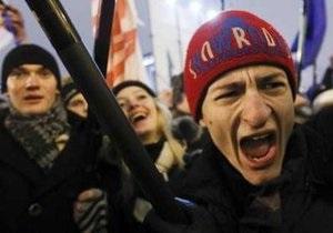 В Минске колонна оппозиции прорвала цепь милиции и направилась к зданию ЦИК