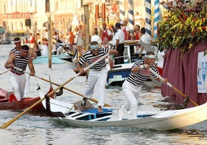 Отдых в Италии - путешествие в Венецию - Гондольеры подрались веслами на глазах у туристов