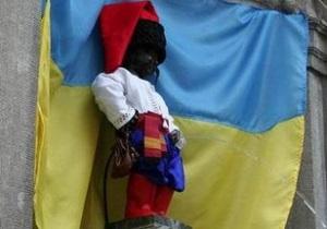 Писающего мальчика в Брюсселе оденут в украинский костюм