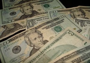 Доллар на межбанке незначительно снизился