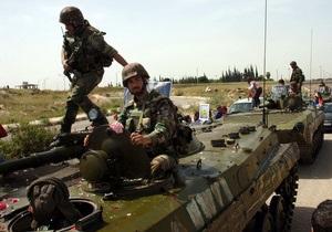 Сирийские танки обстреливают город, в котором люди вышли на акции протеста