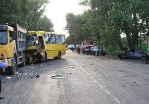 В Донецкой области произошло крупное ДТП с участием четырех транспортных средств