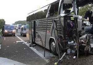 На автостраде во Франции перевернулся автобус из Польши