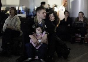 Скопление людей в Домодедово не позволяет совершать посадку даже на готовые к вылету самолеты