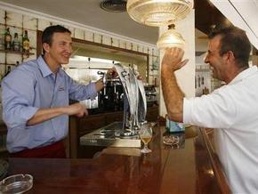 Испанский бар призывает своих посетителей орать на официантов