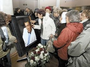 Муслима Магомаева похоронили в Баку