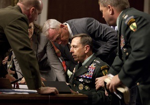 Глава Центрального командования ВС США упал в обморок во время слушаний в Сенате