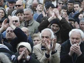 К оппозиционерам в Тбилиси присоединились тысячи людей из регионов