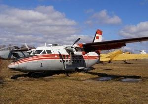 На Камчатке пассажирский самолет при взлете увяз в грязи