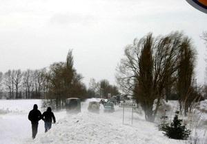 Непогода: МЧС и ГАИ оказывают помощь гражданам на автодорогах