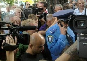 Собравшимся под Генпрокуратурой зачитали решение суда о запрете проведения акции