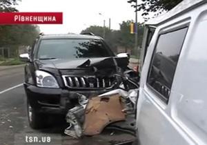 ТСН: В Ровенской области джип главы управления ГАИ врезался в микроавтобус