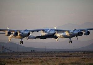 Корабль для космических туристов SpaceshipTwo впервые был поднят в воздух