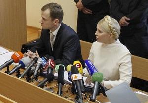В Печерский суд прибыли двое медиков