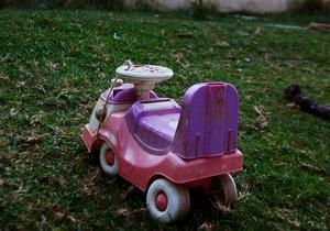 Англия - В пригороде Оксфорда вооруженный мужчина несколько часов удерживал в заложниках своих двухлетних дочерей