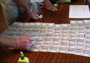 На Волыни двое крупных чиновников попались на взятке в 100 тысяч гривен