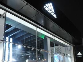 Adidas начнет выпуск одноевровой обуви