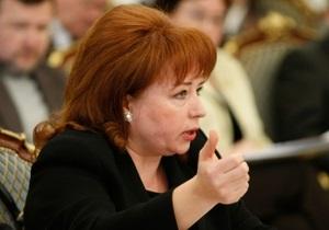 В конвойную комнату суда, где проходит рассмотрение дела Иващенко, прибыла Карпачева