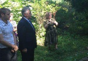 Свобода - КПУ - Симоненко - Свобода: Активисты сорвали мероприятия КПУ в Яремче и забросали Симоненко яйцами