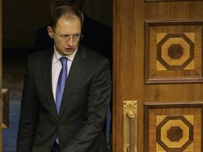 Яценюк: В Украину со стороны России заведут миллиардов десять долларов