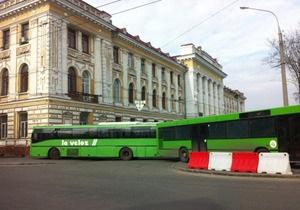 В Харькове площадь, где состоится митинг оппозиции, перекрыта троллейбусами и автобусами