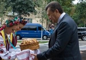 Опрос: Почти половина украинцев хотят добавить Януковичу власти