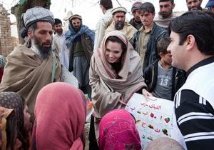 Анджелина Джоли открыла в Афганистане школу для девочек