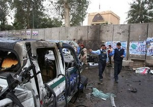 У входа в Зеленую зону Багдада террорист-смертник взорвал автомобиль