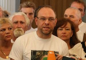 Власенко: Тимошенко хотят выбросить из больницы