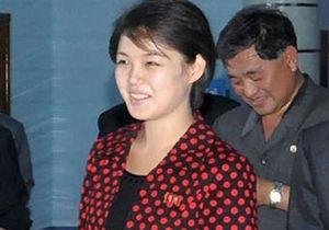 Первая леди Северной Кореи вместо значка с изображением глав государства надела брошь
