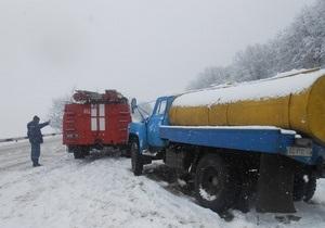 Непогода в Украине: В пяти западных областях ограничено движение автотранспорта