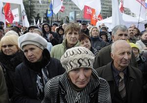 На площади возле ЦИК собралось несколько тысяч сторонников оппозиции