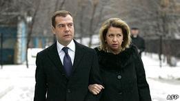 Президент Медведев за год заработал больше трех млн рублей