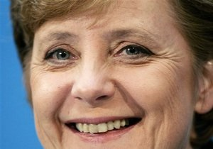 Меркель стремится упредить торговую войну с Китаем