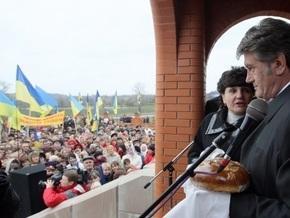 Под стенами ЦИК собрались несколько тысяч сторонников Ющенко