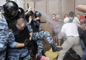 МВД: Во время противостояния возле Украинского дома пострадали десять милиционеров