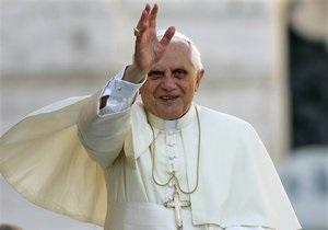 Папа Римский Бенедикт XVI прибыл с двухдневным визитом в Испанию