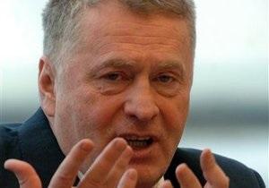 Жириновский предлагает разрешить россиянам приходить на работу в шортах