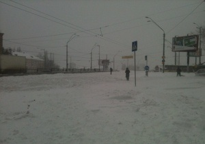 Непогода в Украине - На борьбу со снежной стихией в Украине вышли 14 тыс милиционеров, в областях созданы оперативные штабы
