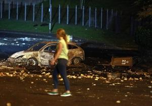 В Северной Ирландии пятую ночь не стихают беспорядки: десятки пострадавших полицейских