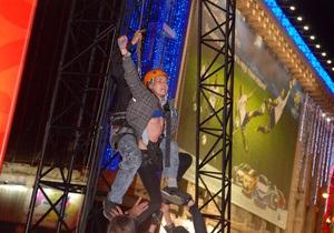Активистка FEMEN пыталась отключить главный экран  киевской фан-зоны во время матча Германия-Италия