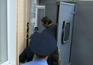 Милиция перекрыла пешеходную часть Крещатика, чтобы вывезти Луценко из суда