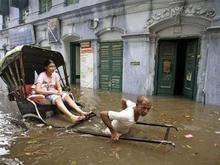 В результате наводнений на севере Индии погибли 74 человека