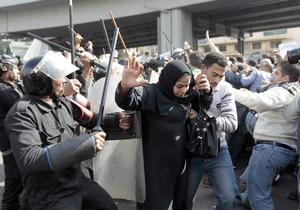 Первые данные о жертвах сегодняшних беспорядков в Каире: сотни раненых, есть погибшие
