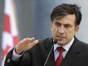 Саакашвили ввел режим ЧП во всех воинских частях