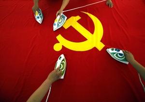 Сегодня в Молдове вступает в силу запрет на использование серпа и молота