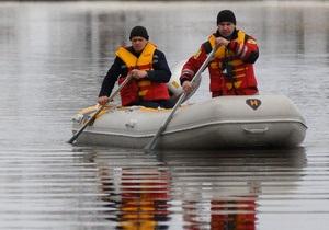 На реке в Херсоне обнаружено крупное нефтяное пятно